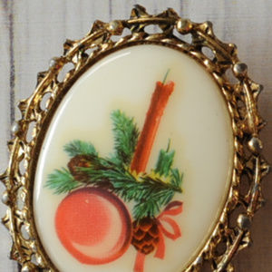 vintage seasonal candle cameo cab brooch pin